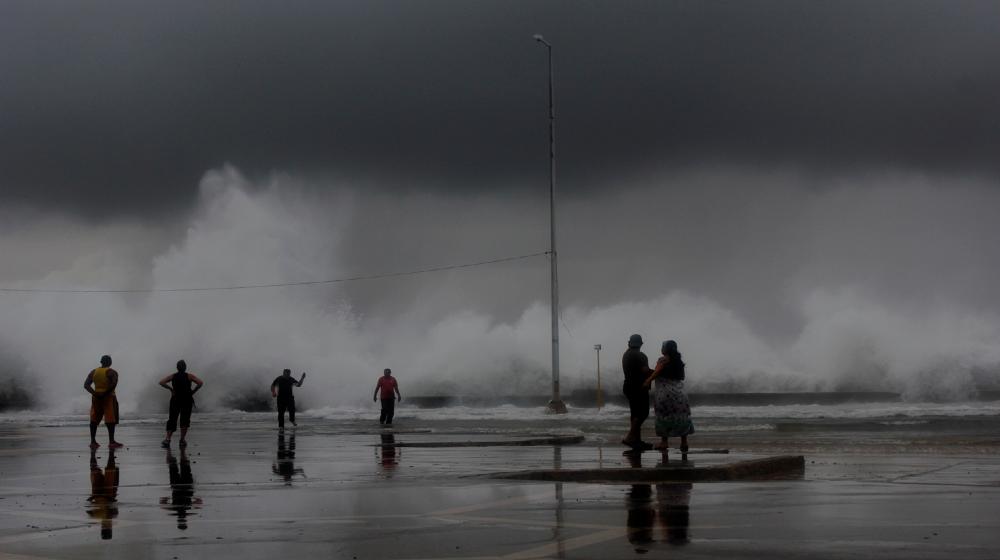 ¿Cómo apoya el UNFPA los esfuerzos de Cuba en relación con la mitigación de los efectos del cambio climático?