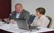 Rafael Cuestas preside una de las sesiones de trabajo junto a la doctora Beatríz Torres.